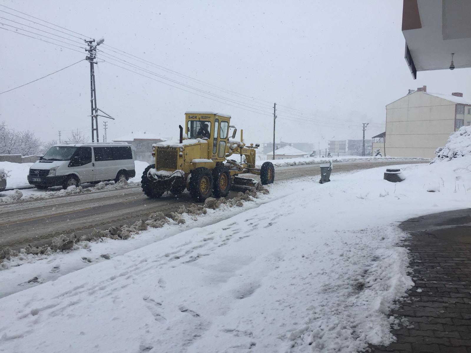 Sincik'te Kar Yağışı, 6 Köye Ulaşılamıyor
