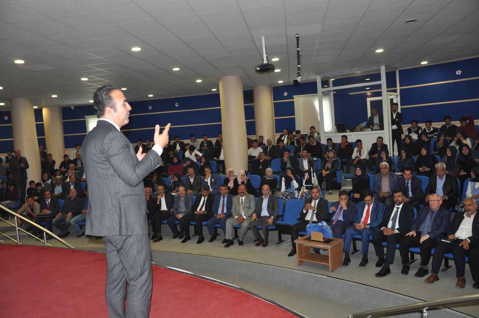 Osman Yaşar Gençlerle Buluştu