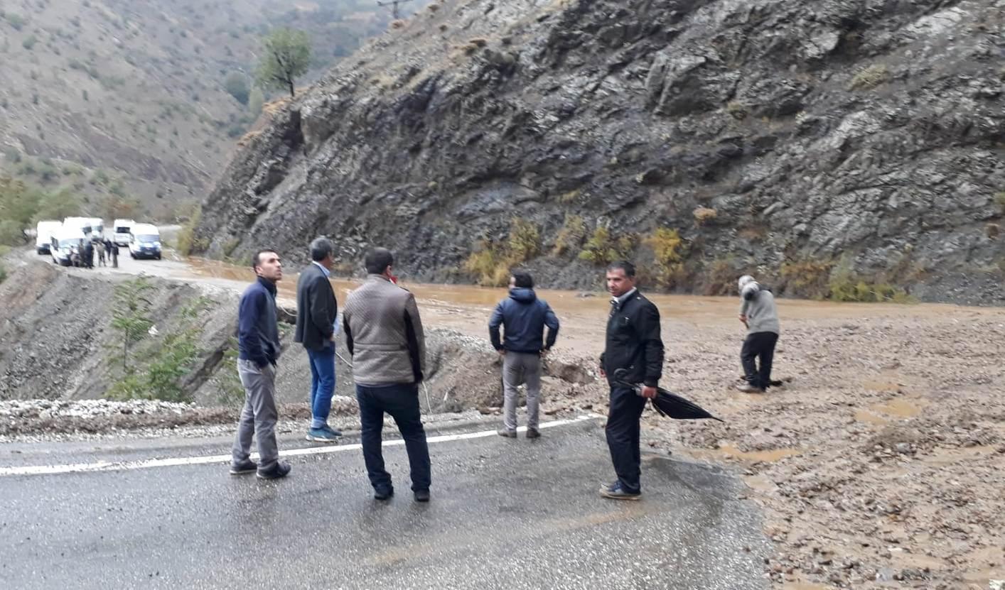 Şiddetli Yağış Malatya Yolunu Kapattı