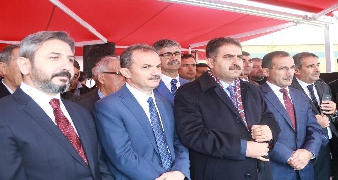 AK Parti Adıyaman Belediye Başkan Adayı Süleyman Kılınç, Adıyaman Havalimanı'nda vatandaşlar tarafından adeta miting havasında karşılandı.