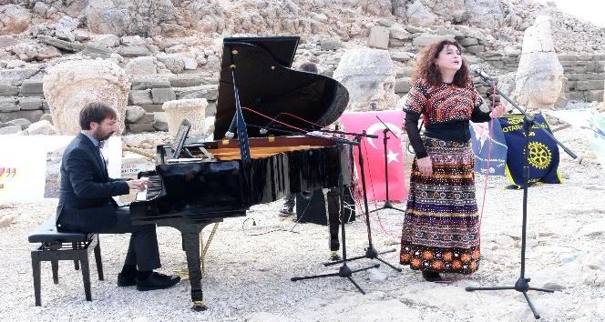 Nemrut Dağı'nda Piyano Konseri